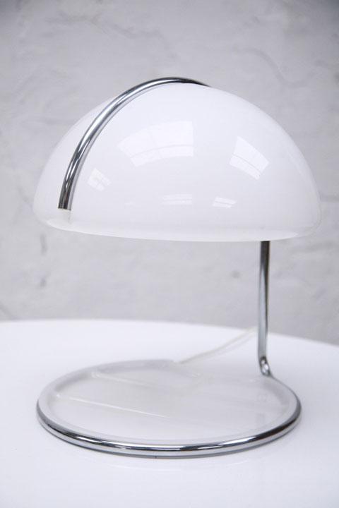 1960s Conchiglia Table Lamp By Guzzini Cream And Chrome