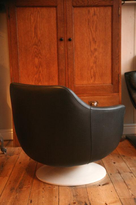 1970s Vinyl Swivel Chair Cream And Chrome