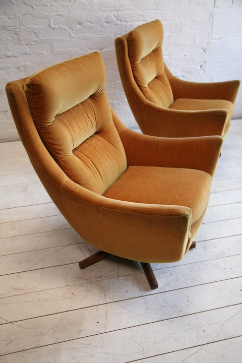 1960s Swivel Chairs by Parker Knoll | Cream and Chrome