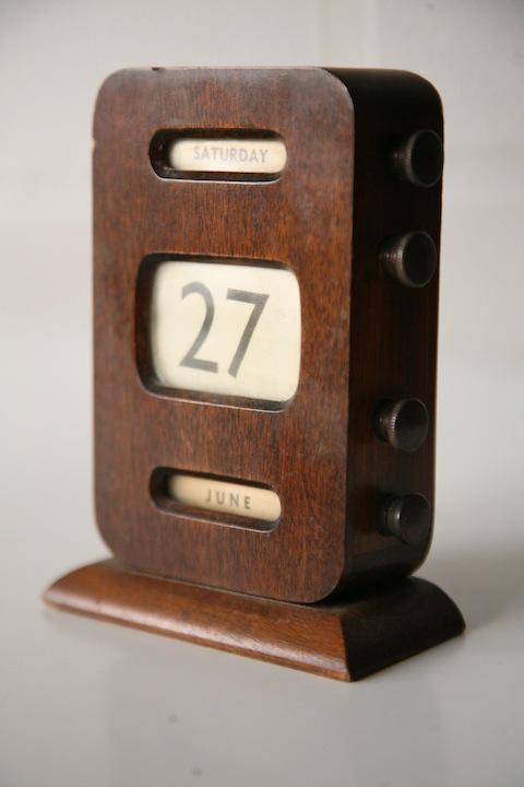 Vintage Wooden Desk Calendar Cream And Chrome