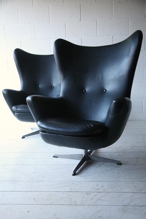 1960s Black Vinyl Swivel Chairs Cream And Chrome