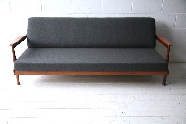 1960s Manhattan Sofabed By Guy Rogers Cream And Chrome