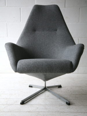 Vintage Lounge Chair by Peter Hoyte