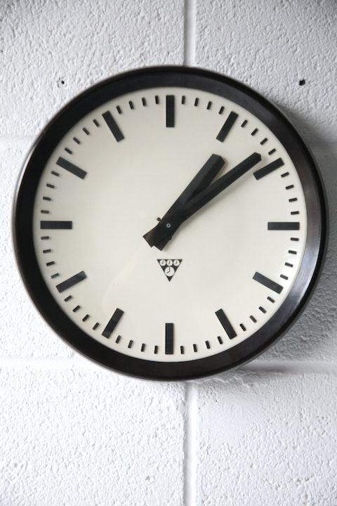 vintage-industrial-pragotron-bakelite-round-wall-clock-2