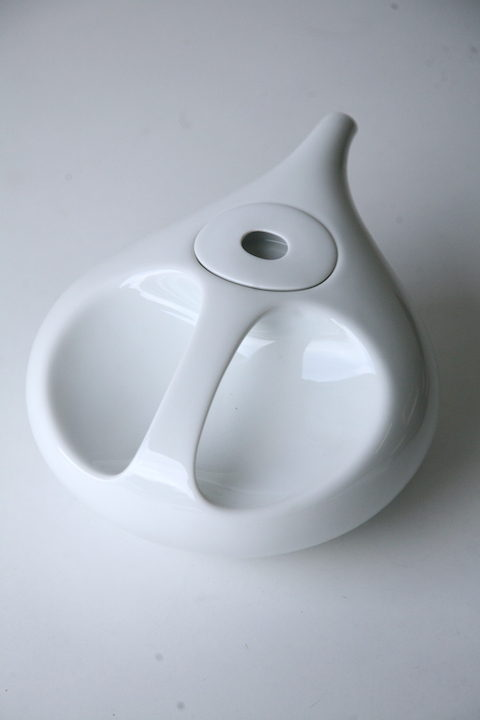 rosenthal-studio-line-drop-teapot-by-luigi-colani-1971-1