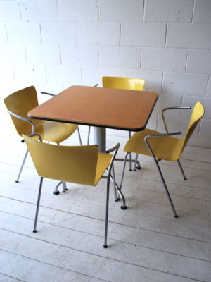 Vico Magistretti VicoDuo Dining Table and 4 Chairs 1
