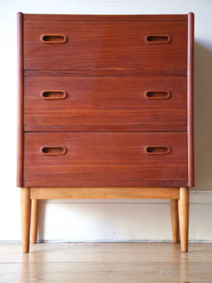 Small Danish 1960s Chest of Drawers 1