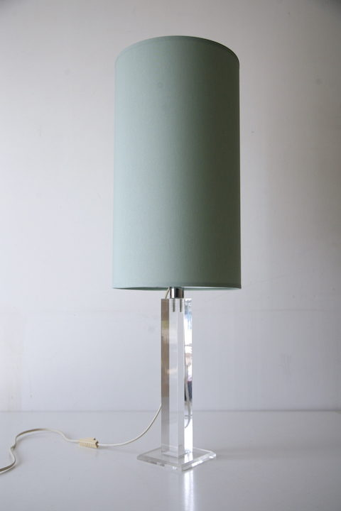 1970s Lucite Table Lamp and Shade 4