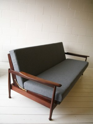 Guy Rogers Manhattan Sofabed