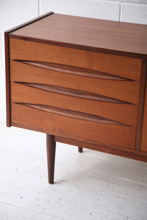 Beautiful 1960s Teak Sideboard 2