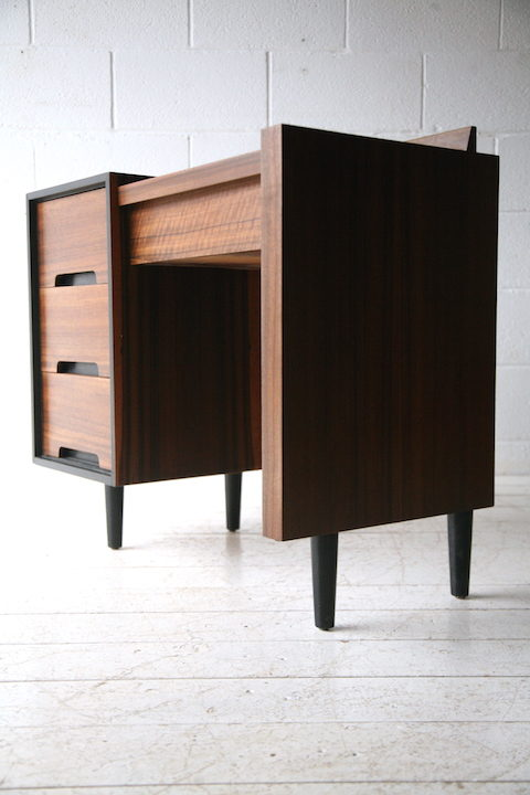 1960s Walnut Stag Dressing Table : Desk 4